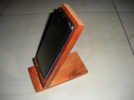 Suporte de mesa para smartphone cor mogno
