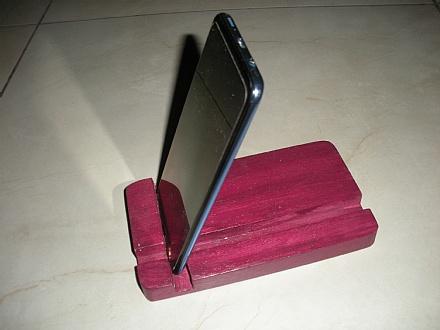 Suporte de mesa para smartphone cor vinho