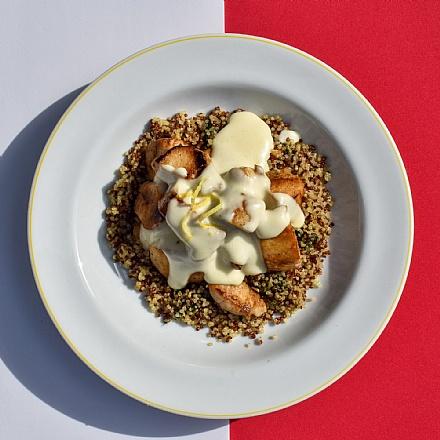 Filé de frango ao molho de limão siciliano com quinoa
